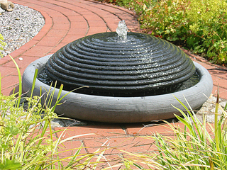 kleiner springbrunnen garten selber bauen – nomadx, Garten ideen